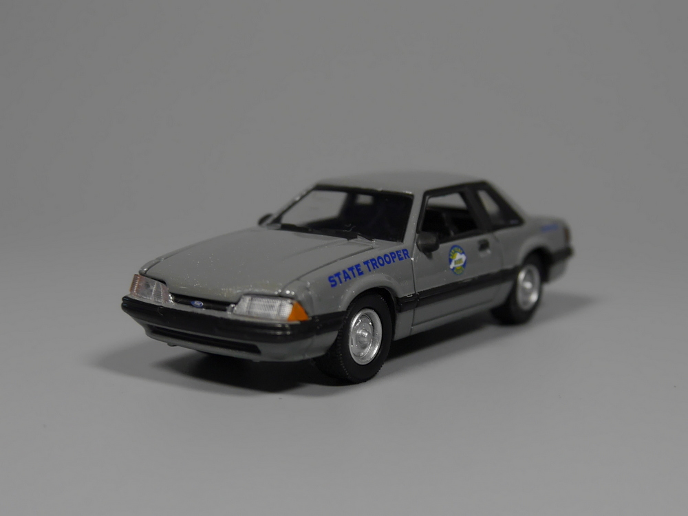 Oto Inn-Greenlight 1: 64 1991 Ford Mustang DEVLET TROOPER Diecast araç modeli ()